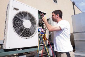 Techniker für Kühlungsanlagen